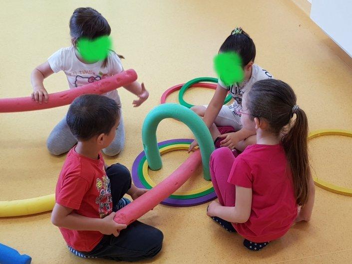 Psicomotricità Verona Tubi-Cerchi bambini gioco